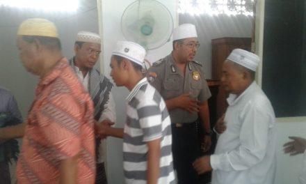 Silaturahmi saat Shalat Dzuhur Bripka Irawan Karepesina