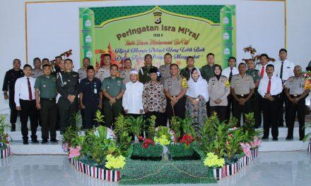 SINERGITAS TNI-POLRI dan Masyarakat Melalui Israh Mi'raj Bersama