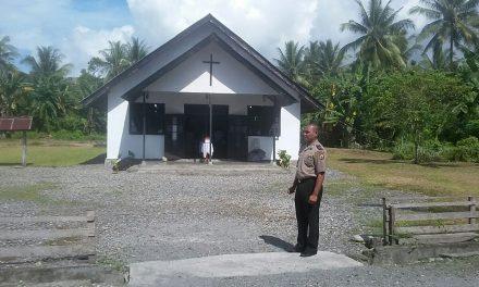Polsek Teluk Elpaputuih melaksanakan Ibadah Minggu Pagi di Gereja Negeri Samasuru
