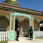 Kapolsek Seram Utara Perintahkan Personil Polsek Pengamanan Sholat Jumat