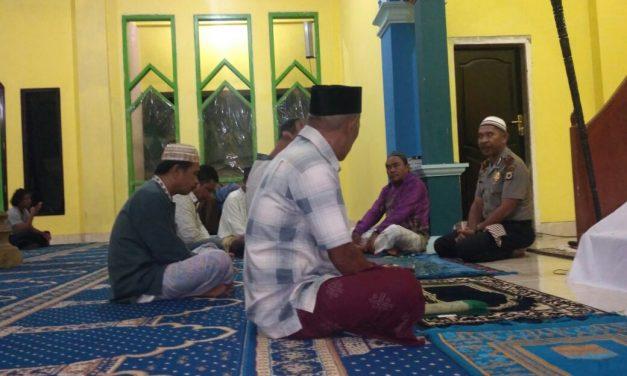 Sholat Subuh Berjema'ah Personil Polsek Wahai