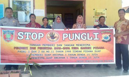 Sosialisasi Saber Pungli, Personil Polsek Seram Utara Barat di Sekolah SMP Negeri Labuan