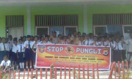 Sosialisasi Saber Pungli Bhabinkamtibmas Desa Seti di Sekolah SMP 4 Seram Utara Timur Seti