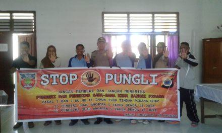 Sosialisasi Saber Pungli, Kanit Binmas Polsek Seram Utara di Sekolah SMP Negeri 1 Seram Utara Wahai
