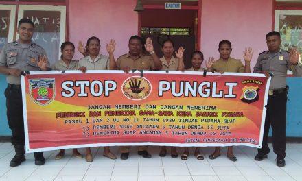 Sosialisasi Saber Pungli, Personil Polsek Seram Utara di Sekolah SD Satu Atap Desa Manusella