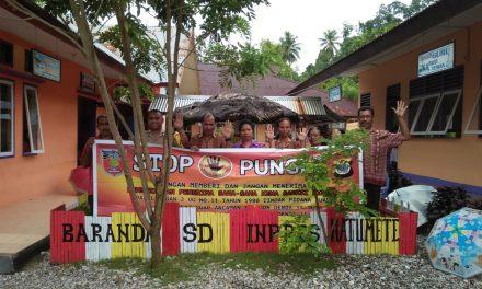 Sosialisasi Saber Pungli, Bhabinkamtibmas Negeri Hatumete di Sekolah SD Ipres Hatu