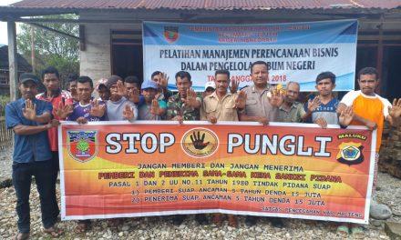 Sosialisasi Saber Pungli, Personil Pol Sub Sektor Telutih di Kantor Negeri Maneoratu