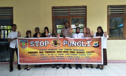 Sosialisasi Saber Pungli, Bhabinkamtibmas Negeri Wolu di Sekolah SD Negeri Wolu Kecamatan Telutih