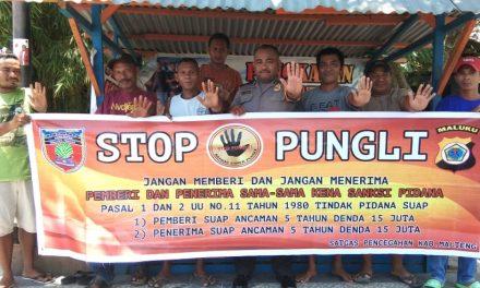 Sosialisasi Saber Pungli, Bhabinkamtibmas Kelurahan Namaelo di Pangkalan Mobil Masohi-Kairatu