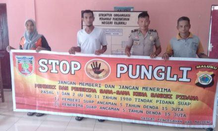 Sosialisasi Saber Pungli, Kanit Binmas Polsek P. P Banda Naira di Balai Desa Raja Wali Kecamatan Banda Naira