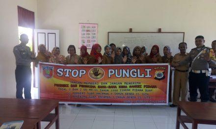 Sosialisasi Saber Pungli, Personil Polsek Amahai di Sekolah SMA Negeri 3 Amahai Negeri Sepa