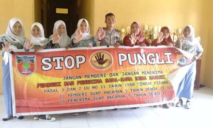 Sosialiasasi Saber Pungli, Kanit Binmas Polsek P. P Banda Naira di Sekolah SMU Negeri 1 Banda Naira