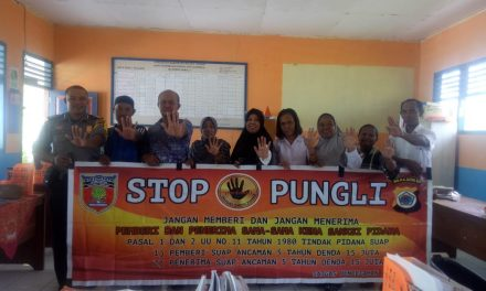 Sosialisasi Saber Pungli, Bhabinkamtibmas Desa Waiasih di Sekolah SD Inpres Waimusi Kecamatan Srram Utara Timur Kobi