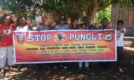 Sosialisasi Saber Pungli, Personil Polsek Kota Masohi di RT 19 Kelurahan Namaelo