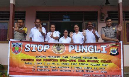 Sosialisasi Saber Pungli, Personil Polsek TNS/Waipia di Sekolah SD Kristen Watludan