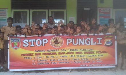 Sosialisasi Saber Pungli, Bhabinkamtibmas Desa Seti  di Sekolah SD YPPK Kecamatan Seram Utara Timur Seti