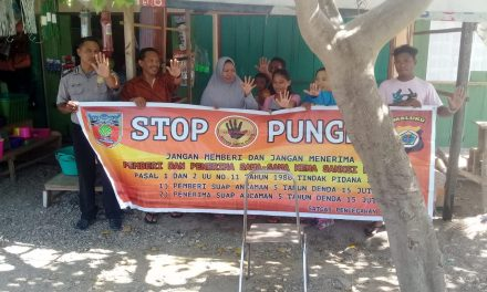 Sosialisasi Saber Pungli, Personil Polsek Seram Utara Barat di Pasar Negeri Pasanea Kecamatan Seram Utara Barat