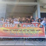 Sosialisasi Saber Pungli, Bhabinkamtibmas Desa Wahai di Sekolah SMP Negeri 9 Seram Utara