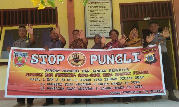 Sosialisasi Saber Pungli, Personil Polsek Seram Utara Barat di Sekolah SMP Negeri 3 Desa Gale-gale