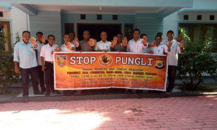 Sosialisasi Saber Pungli, Personil Polsek Kota Masohi di Kantor Balai Taman Nasional Manusela Kabupaten Maluku Tengah