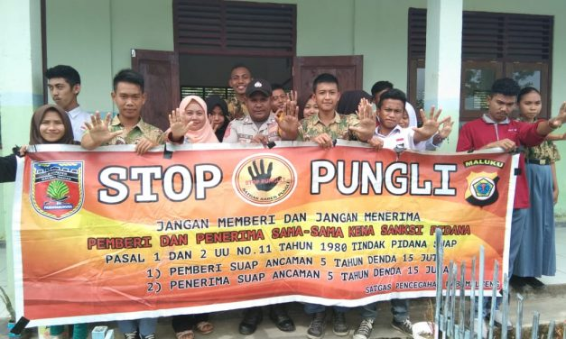 Sosialisasi Saber Pungli, Bhabinkamtibmas Desa Seti di Sekolah SMK Negeri 1 Kecamatan Seram Utara Timur Seti