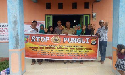 Sosialisasi Saber Pungli, Bhabinkamtibmas Desa Waiasih di Kantor Desa ADM Marasahua Kecamatan Seram Utara Timur Kobi
