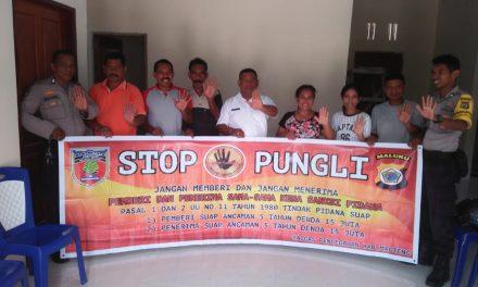 Sosialisasi Saber Pungli, Personil Polsek TNS/Waipia di Kantor Negeri Wotay Kecamatan TNS/Waipia