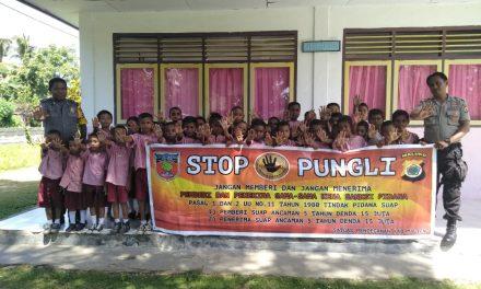 Sosialisasi Saber Pungli, Personil Polsek Teluk Elpaputih di Sekolah SD Negeri Huse Kecamatan Elpaputih