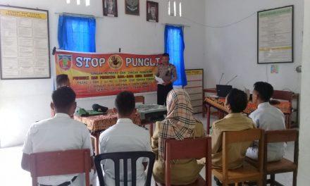 Sosialisasi Saber Pungli, Kanit Binmas Polsek P. P Banda Neira di Sekolah SMK Negeri 1 Banda Neira