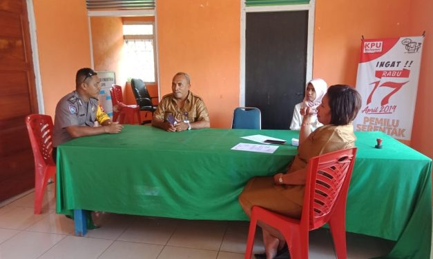 Bhabinkamtibmas Polsek Teluk Elpaputih Sambang Desa, sampaikan pesan Kamtibmas