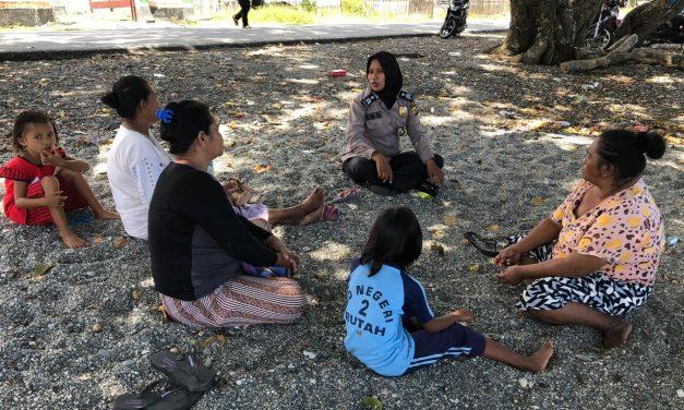 Sambang Warga, Bhabinkamtibmas Polsek Amahai Berikan Himbauan Kamtibmas