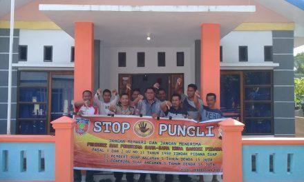 Sosialisasi Saber Pungli, Kanit Binmas Polsek Banda Neira di Kantor Balai Desa Boiyauw Kecamatan P.P Banda Neira
