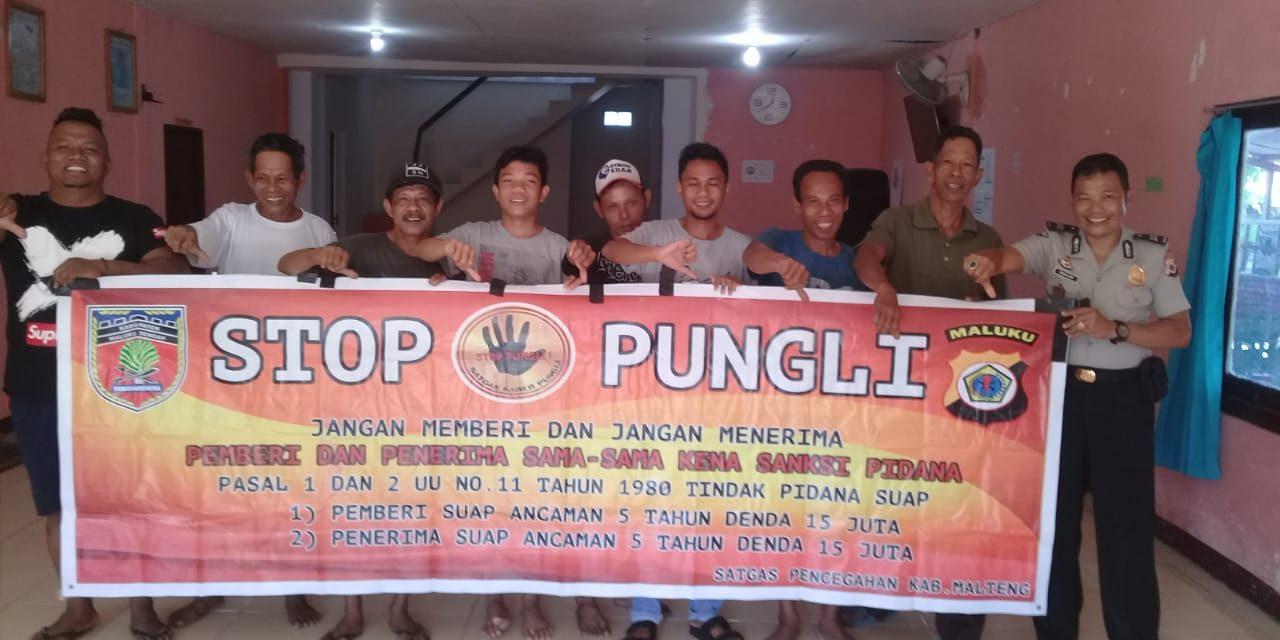 Sosialisasi Saber Pungli, Kanit Binmas Polsek P.P Banda Neira di Kantor Balai Desa Rajawali Kecamatan P.P Banda Neira