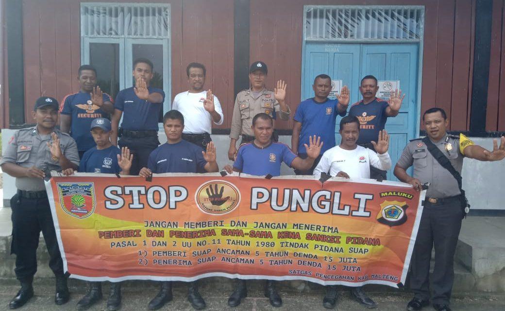 Sosialisasi Saber Pungli, Bhabinkamtibmas Desa Adm Waiasih di Kantor Nusa Ina Grup Kecamatan Seram Utara Timur Kobi